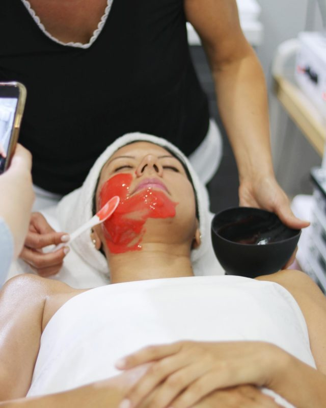 Friday Facials💆♀️ It's a good day to spoil yourself!