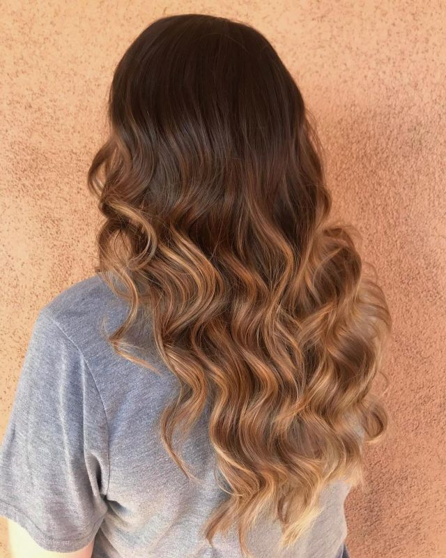Even though it's still hot out, we cannot resist fall hair! Look at those beautiful waves 😍